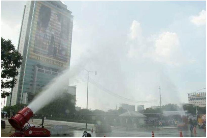 Thái Lan phun vòi rồng vào không khí